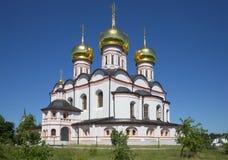Kathedraal van het Pictogram van Iver, de zomerdag Het klooster van Svyatoozerskayavalday Iversky Bogoroditsky Stock Foto