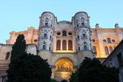Kathedraal van Malaga bij schemer Stock Fotografie