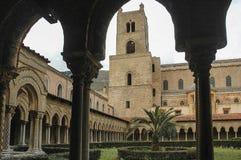 Kathedraal van Monreale, binnen het Klooster stock foto's