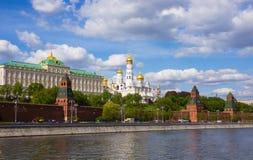 Kathedraal van Moskou het Kremlin in de zomer Stock Afbeelding