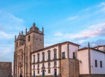 Kathedraal van Porto, de second-largest stad in Portugal Gevestigd langs het Douro-rivierestuarium in Noordelijk Portugal zijn royalty-vrije stock afbeeldingen