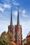 Kathedraal van St John in Wroclaw, Polen op een heldere zonnige dag stock afbeeldingen