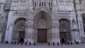 Kathedraal voorbuitenkant in Rouen, Normandië Frankrijk stock video