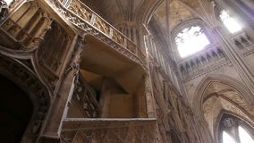 Kathedraalbinnenland in Rouen, Normandië Frankrijk, PAN stock footage