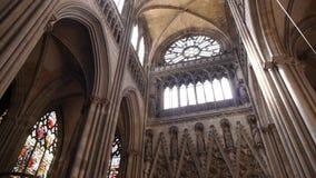 Kathedraalbinnenland in Rouen, Normandië Frankrijk, PAN stock videobeelden