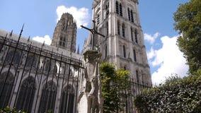 Kathedraalkant buiten in Rouen, Normandië Frankrijk, PAN stock video