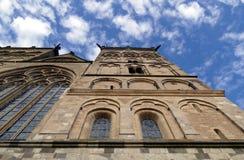 Kathedraalmening van onderaan Royalty-vrije Stock Foto's