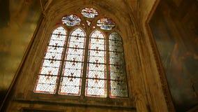 Kathedraalvenster in Lisieux, Normandië Frankrijk, PAN stock video