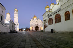 Kathedraalvierkant, binnen van Moskou het Kremlin, Rusland De Plaats van de Erfenis van de Wereld van Unesco Royalty-vrije Stock Afbeeldingen