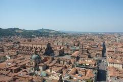 Kathedrale des Bolognas gesehen in ein Panorama der Verdichtereintrittslufttemperat lizenzfreie stockfotos