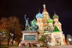 Kathedrale des Heilig-Basilikums nachts, Moskau Stockfotografie
