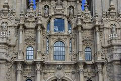 Kathedrale, Details, reflektierte Wolken, Fenster Santiago de Compostela spanien stockbild