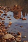 Kathedrale-Felsen-Reflexion Stockfotografie