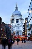 Kathedrale London Str.-Pauls an der Dämmerung Stockbild