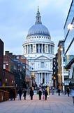 Kathedrale London Str.-Pauls an der Dämmerung Lizenzfreies Stockfoto