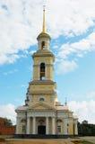 Kathedrale mit Glockenturm Stockfotos