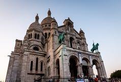 Kathedrale Sacre Coeur auf Montmartre-Hügel an der Dämmerung, Paris Stockbild