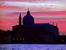 Kathedrale Santa Maria della Salute während des Sonnenuntergangs in Venedig stockfotografie