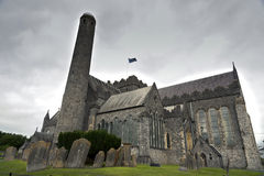Kathedrale St. Canices und runder Turm in Kilkenny Stockfotografie