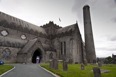 Kathedrale St. Canices und runder Turm in Kilkenny Stockfotos