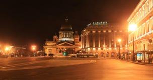 Kathedrale St. Isaacs und die Hotel Astoria-Herbstnacht St Petersburg, Russland Stockfoto