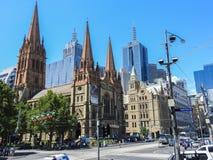 Kathedrale St. Pauls und Ecke der Flinders- und Swanston-Straße Lizenzfreie Stockfotografie