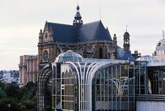 Kathedrale Str.-Eustache und Forum-DES Halles lizenzfreie stockfotografie
