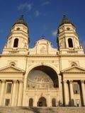 Kathedrale und blauer Himmel Stockbild