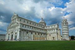 Kathedrale und der lehnende Kontrollturm von Pisa stockfotos