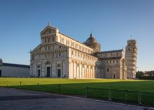 Kathedrale und lehnender Turm Stockfotografie