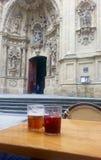 Kathedrale und Sangria Lizenzfreies Stockbild