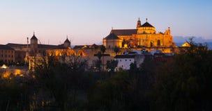 Kathedrale unserer Dame der Annahme und der römischen Brücke herein sogar Lizenzfreies Stockfoto