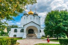 Kathedrale unserer Dame von Smolensk- und Prokhorov-Kapelle Lizenzfreie Stockfotos