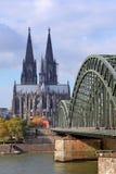 Kathedrale von Köln und von Rhein stockbilder