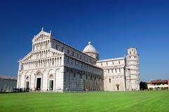 Kathedrale von Pisa und von lehnendem Kontrollturm Stockfotos