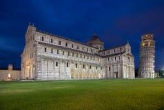 Kathedrale von Pisa und von lehnendem Turm im Quadrat von Wundern, I Stockbild