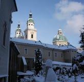 Kathedrale von Salzburg mit Friedhof, Österreich Stockfotos