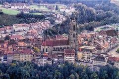 Kathedrale von Sankt Nikolaus in Fribourg, die Schweiz Lizenzfreie Stockfotos
