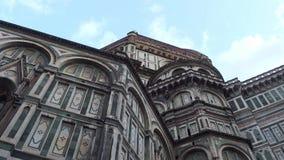 Kathedrale von Santa Maria del Fiore in Florenz auf Duomo-Quadrat - größte Anziehungskraft in der Stadt - Toskana stock video
