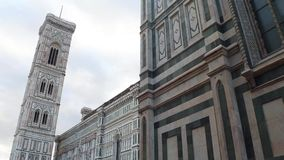 Kathedrale von Santa Maria del Fiore in Florenz auf Duomo-Quadrat - größte Anziehungskraft in der Stadt - Toskana stock footage