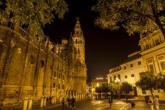 Kathedrale von Sevilla bis zum Nacht Lizenzfreies Stockbild