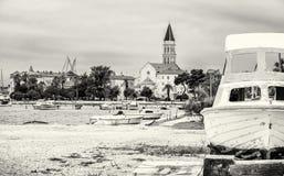 Kathedrale von St Lawrence, von Hafen und von gebrochenem Schiff in Trogir, Col. Lizenzfreie Stockfotos