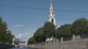 Kathedralen en rivieren van St. Petersburg stock video