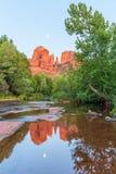 Kathedralen-Felsen Moonrise-Reflexion Lizenzfreies Stockbild