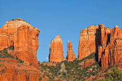Kathedralen-Felsen Moonrise Sedona Arizona Stockfotos