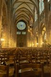 Kathedralen-Innen-Notre-Dame-De Straßburg lizenzfreie stockbilder