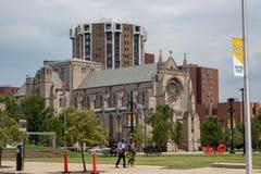 Kathedralen-Kirche von St- Paul und Kathedralen-Turm lizenzfreie stockbilder