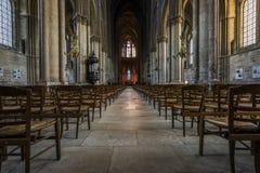 Kathedralen-Reims-Innenraum-Stühle Stockfoto