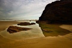Kathedralen-Strand ist einer der sch?nsten Str?nde in Spanien, gefunden in Galizien im Norden von Spanien stockfotos