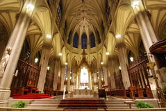 Kathedraleninnenraum Lizenzfreie Stockfotos